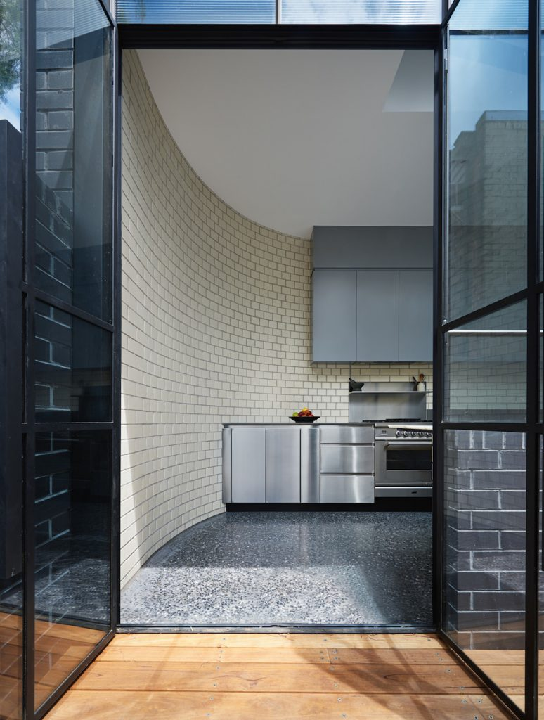 Turn House_Rebecca Naughtin Architect_curved wall kitchen feature