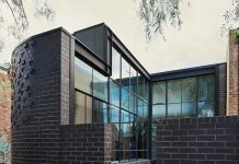 Turn House_Rebecca Naughtin Architect_side of home