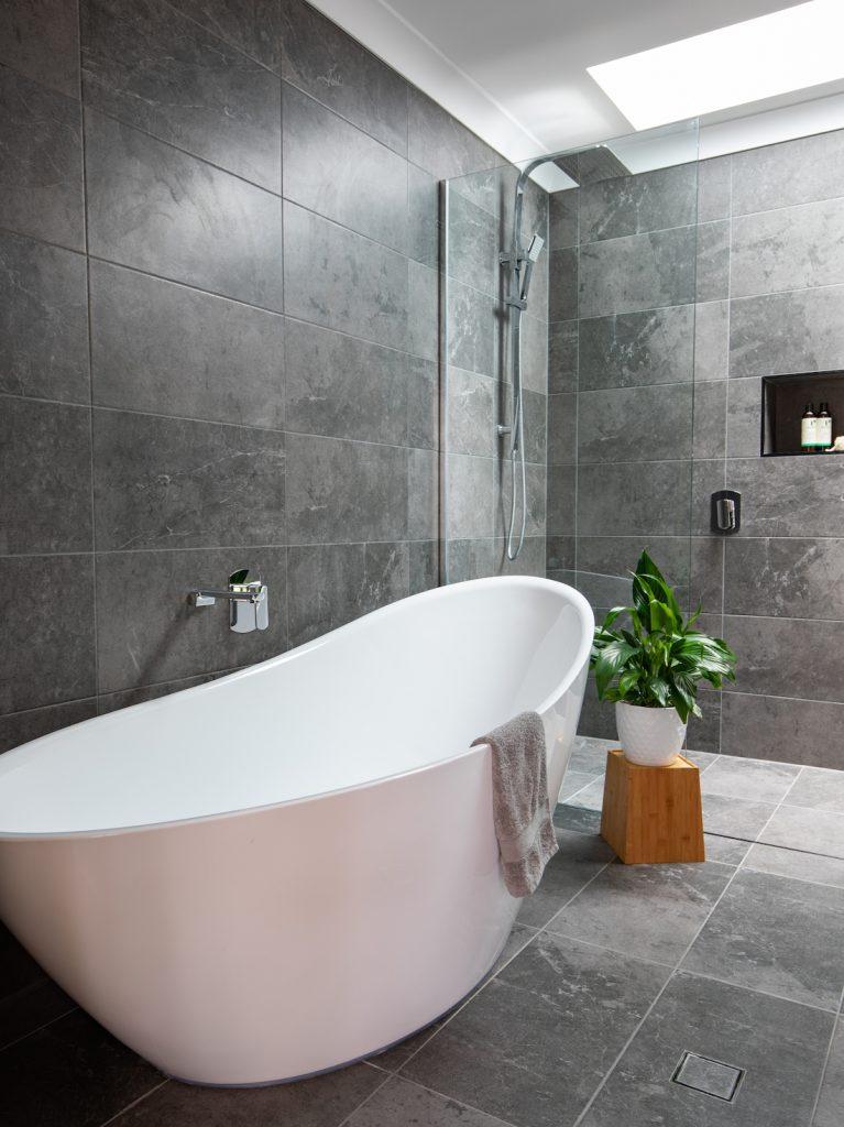 Zou Build_Bardon Renovation_after_freestanding bath