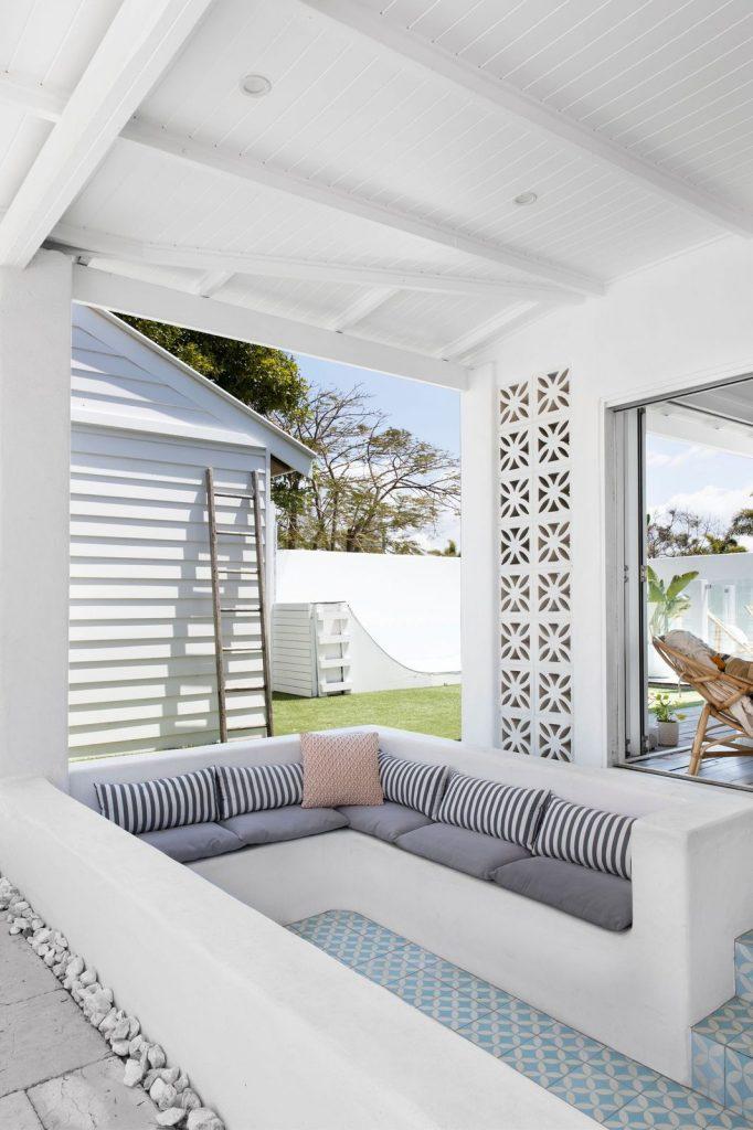 Bilinga Beach Abode_lounge to outdoor space