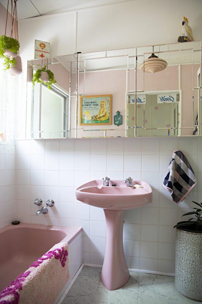 Flinders Nuthouse_pink bathroom