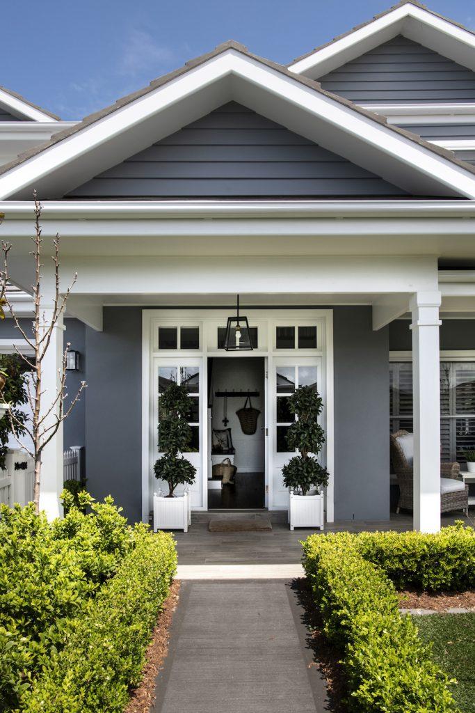Hamptons home exterior_dark_JamesHardie