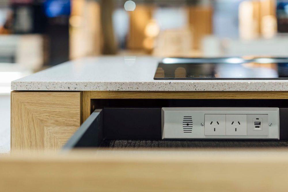 E-drawer dock kitchen drawer organising