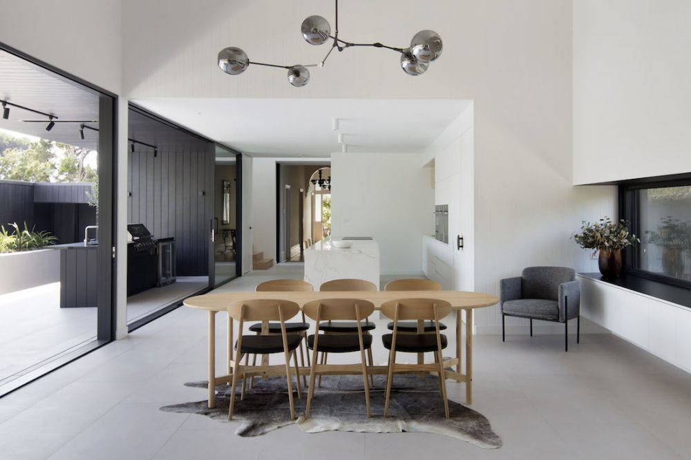 Warraweena_PitchArchitecture_dining-and-outdoor-kitchen