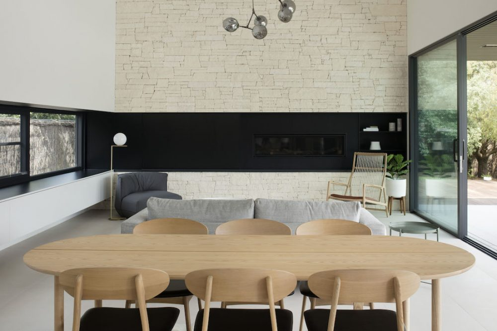 Warraweena_PitchArchitecture_stone-feature-wall