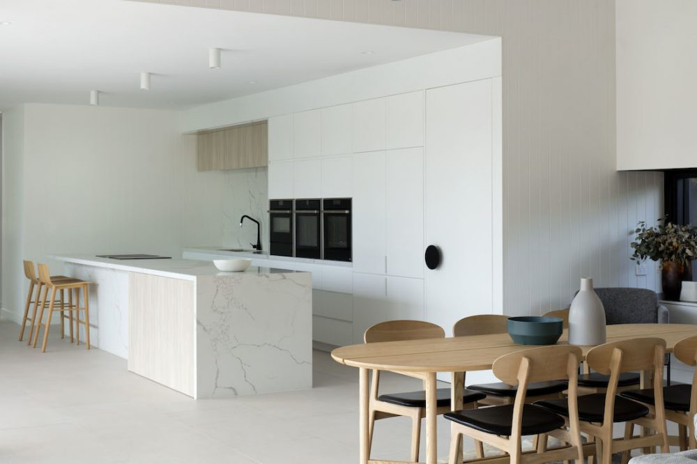 Warraweena_PitchArchitecture_view-of-kitchen-from-dining
