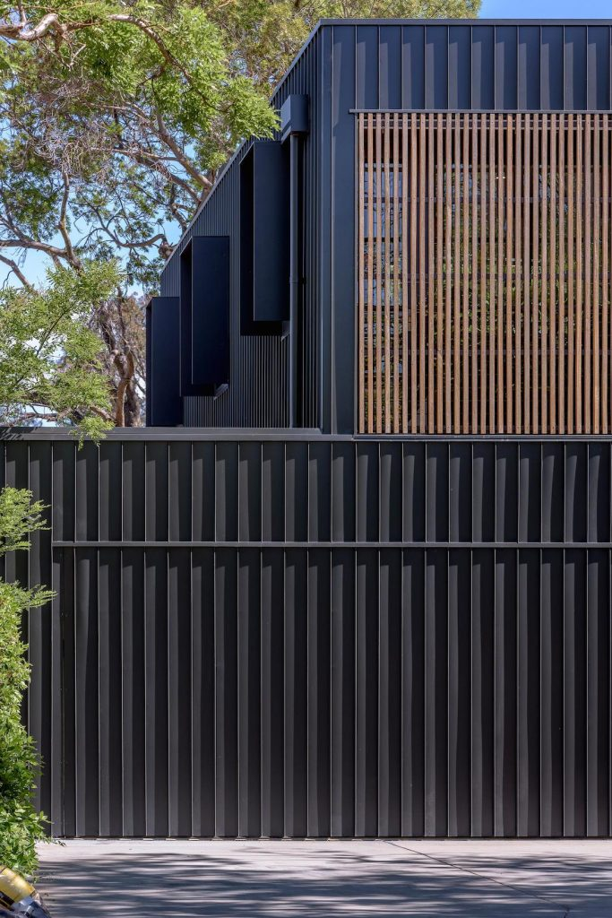ab House_Ben Walker_fence