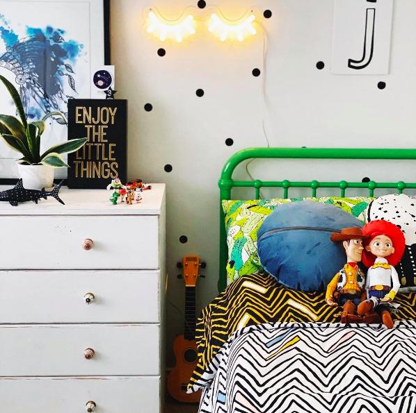 Neon light in kids bedroom