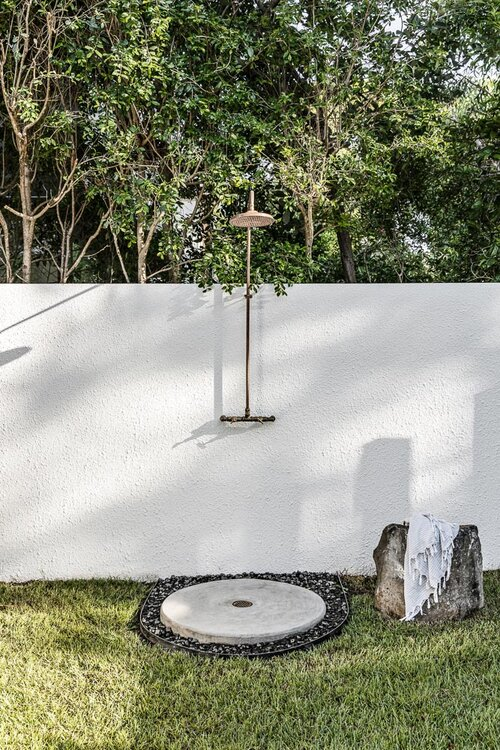 Noa by the beach_outdoor shower