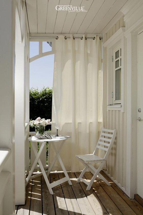 Balcony curtain