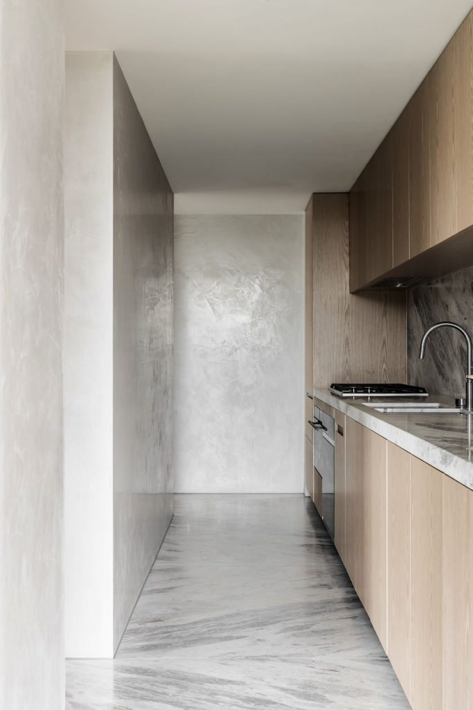 Marble and oak kitchen with polished plaster walls