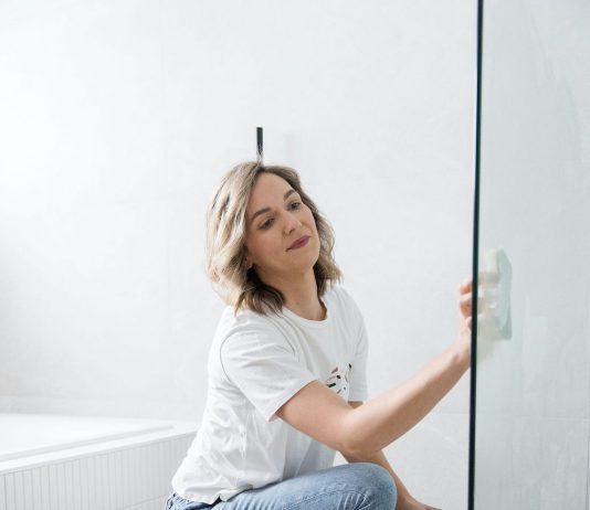 Apply shower paste to shower screen