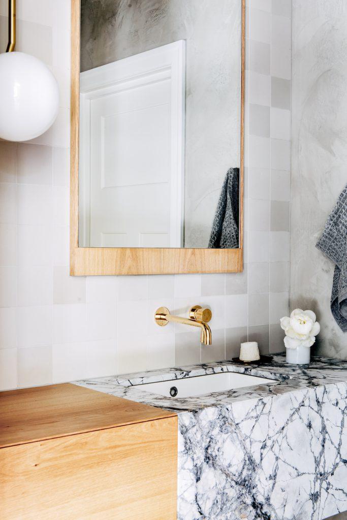 Banyoda mermer lavabo