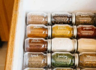 Spice drawer using grooves