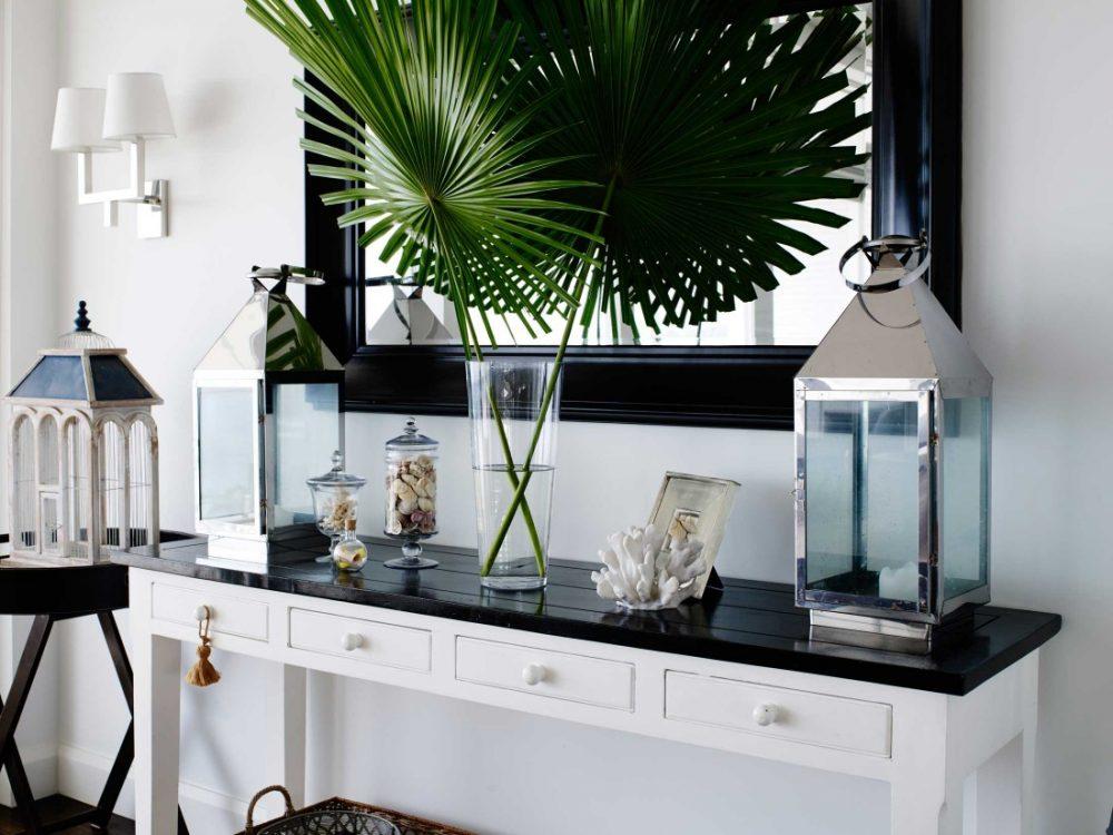 Coastal Hamptons home decor details with palm leaves