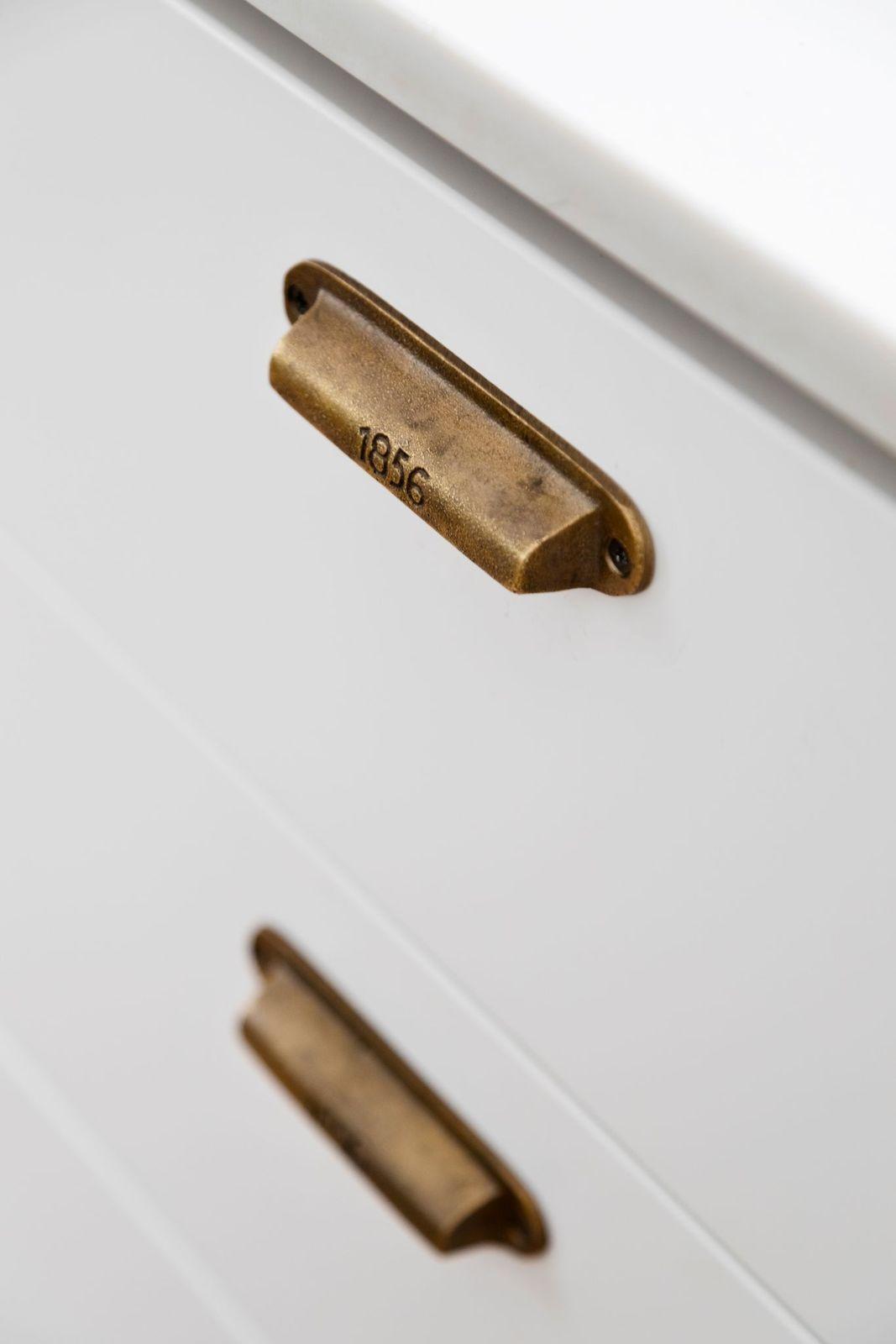 Vintage-look drawer pulls