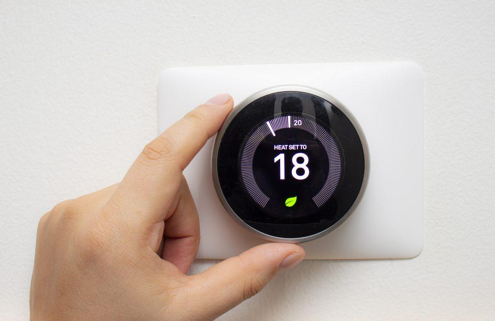 Kanallı gaz ısıtma termostatı 18 santigrat dereceye ayarlanmıştır.