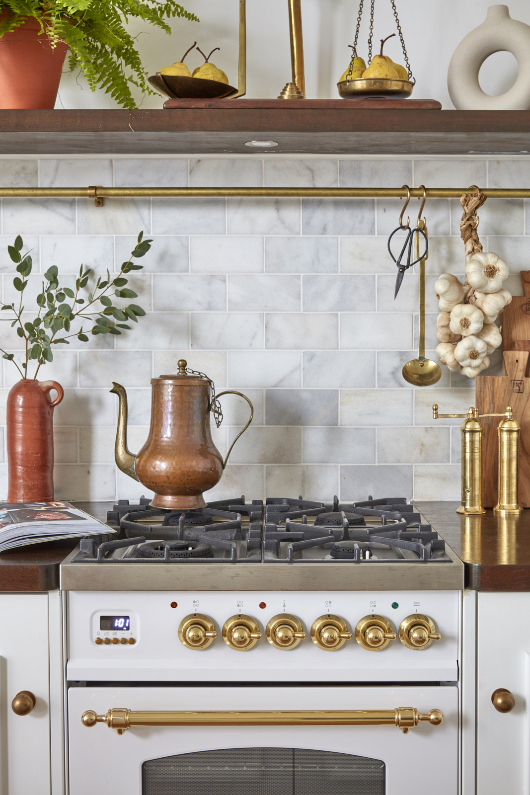 Belle Vue Georgian apartment with white and brass kitchen