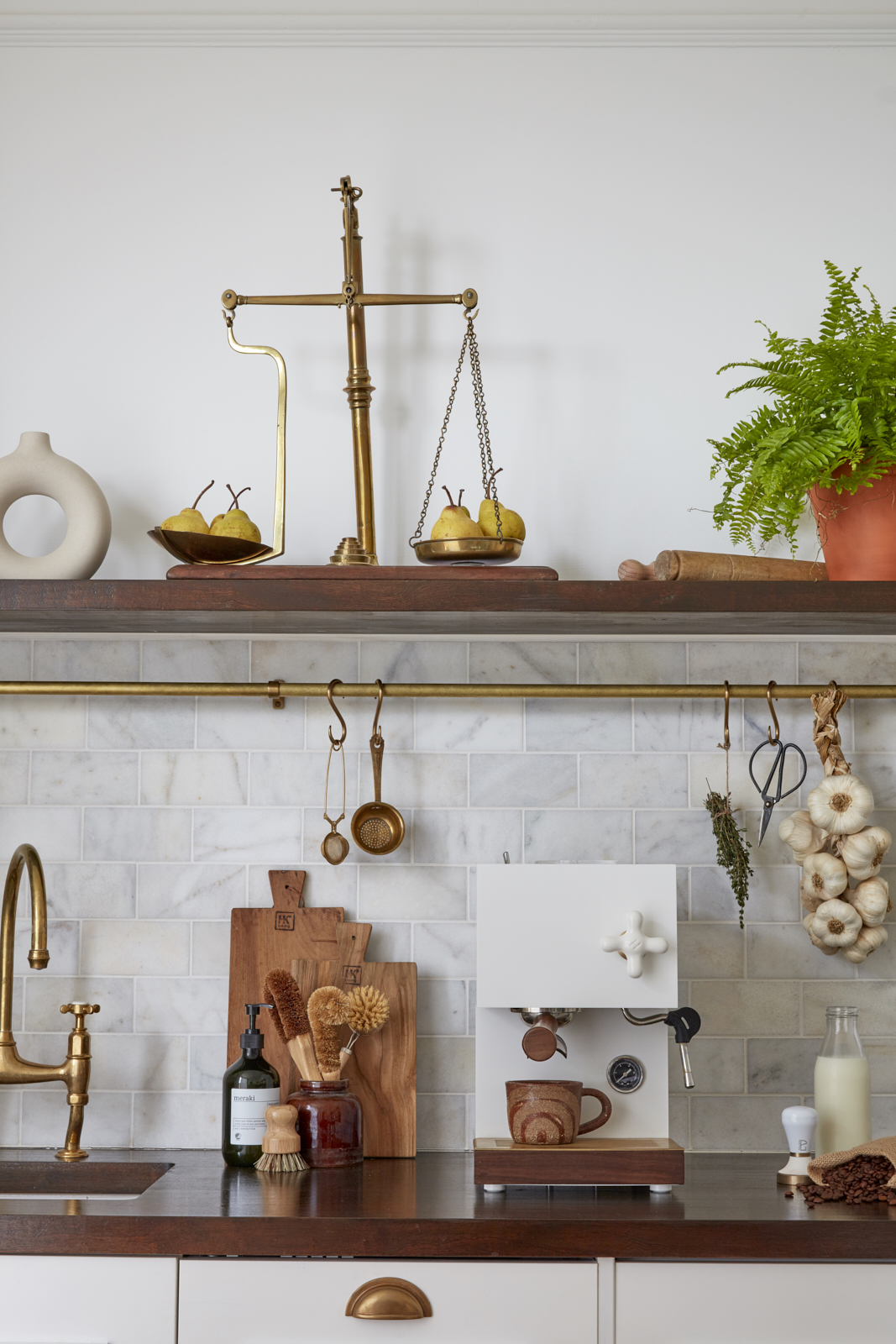 Belle Vue Georgian apartment kitchen shelf styling