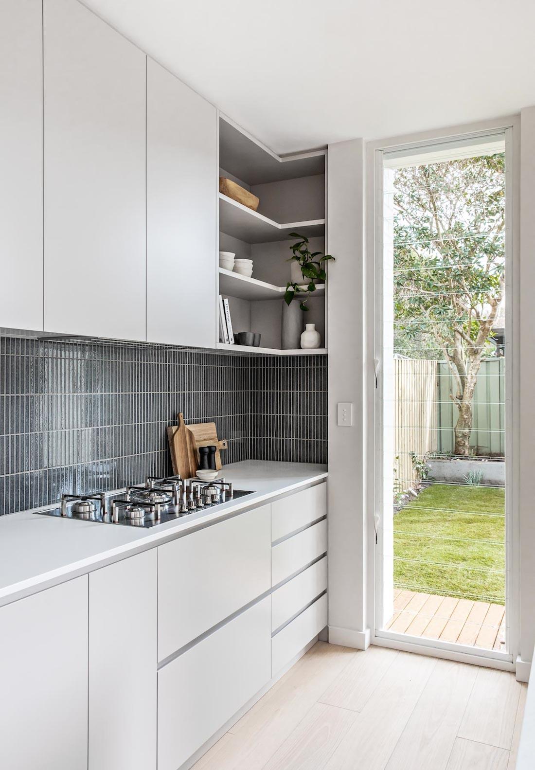 Corner kitchen shelf