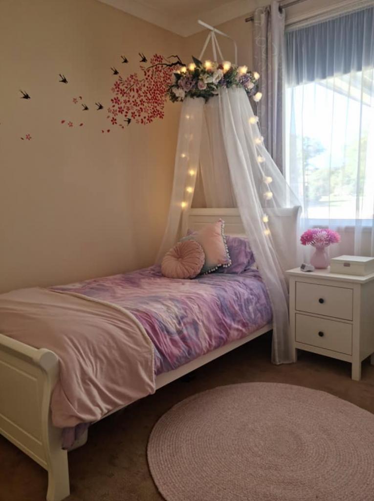 Floral wreath canopy in tween girl bedroom
