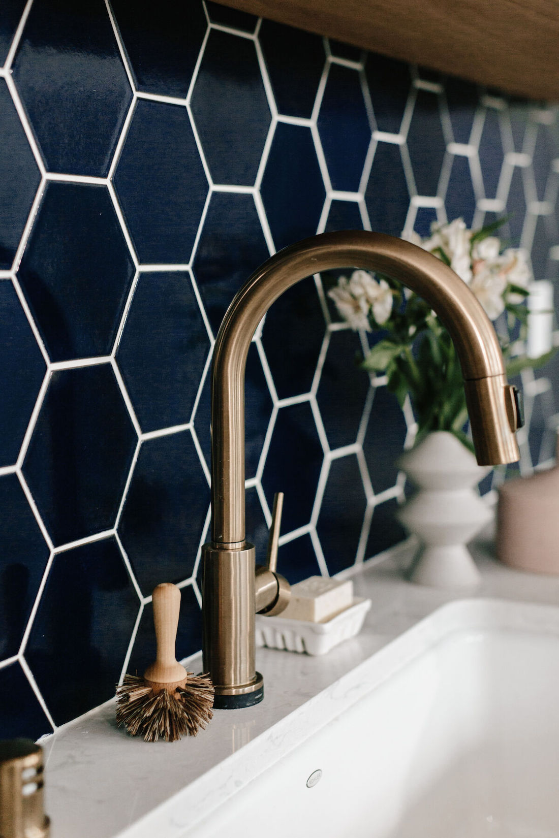 Blue hexagone tile splashback