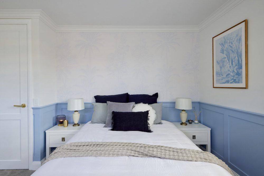 Subtle blue wallpaper in Hamptons style bedroom