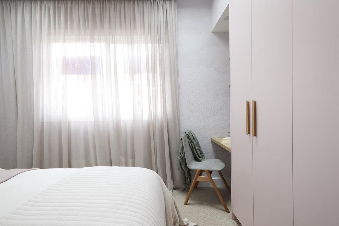 Study nook in guest bedroom