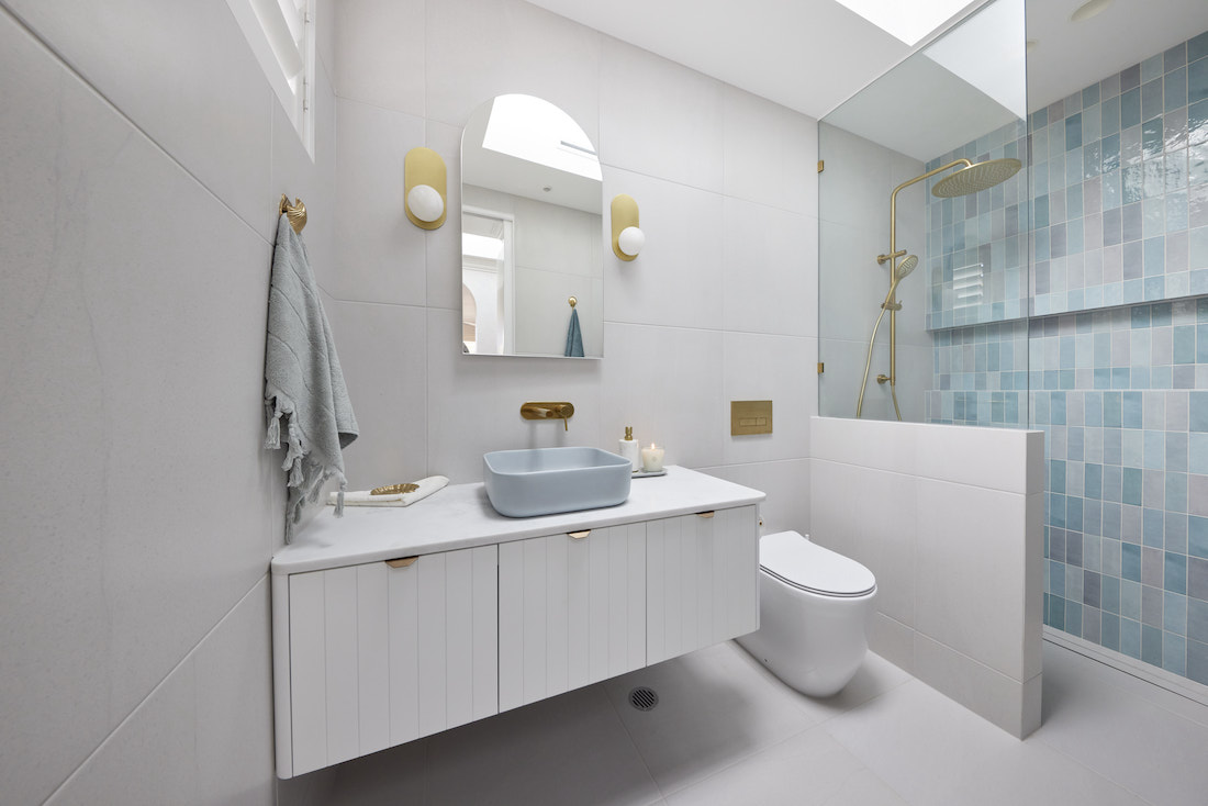 Blue and white Hamptons inspired bathroom