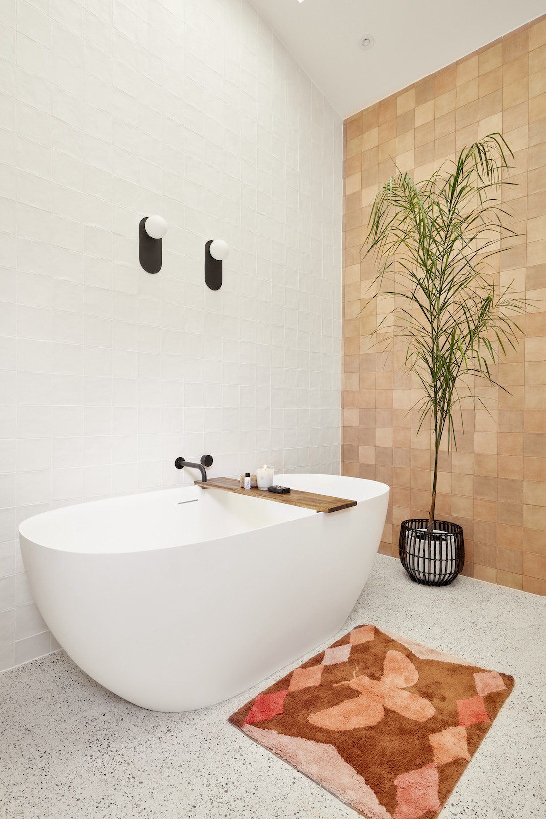 Curved freestanding bath with mosaic feature wall