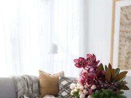 Alturas-vase-on-coffee-table-readjust-resize-stylish vases
