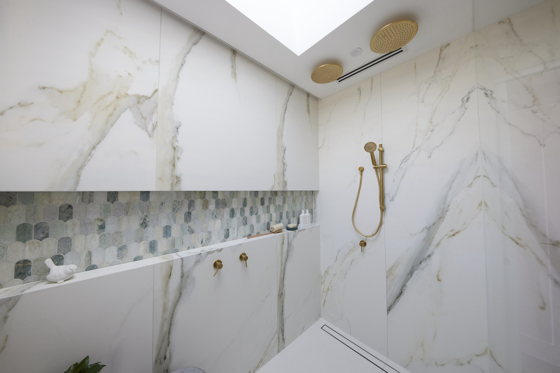 Marble bathroom with feature tiled niche