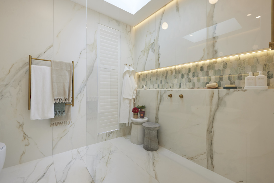 Marble bathroom with feature tile niceh