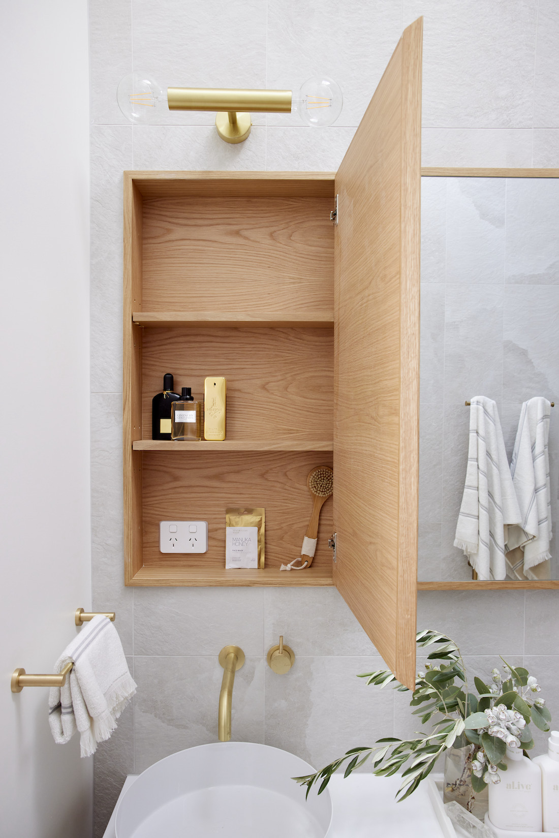 Timber shaving cabinet with storage