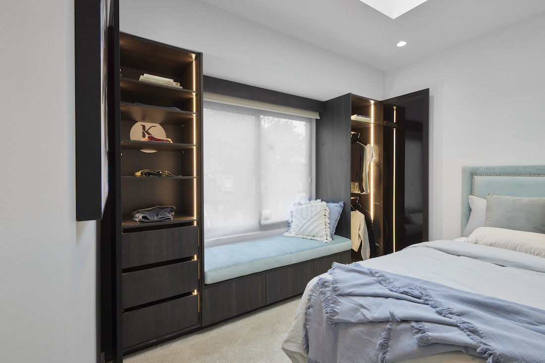 Window seat with wardrobe ends