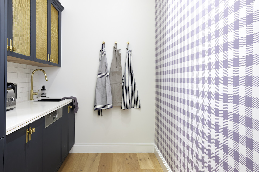 Blue gingham wallpaper in butlers pantry