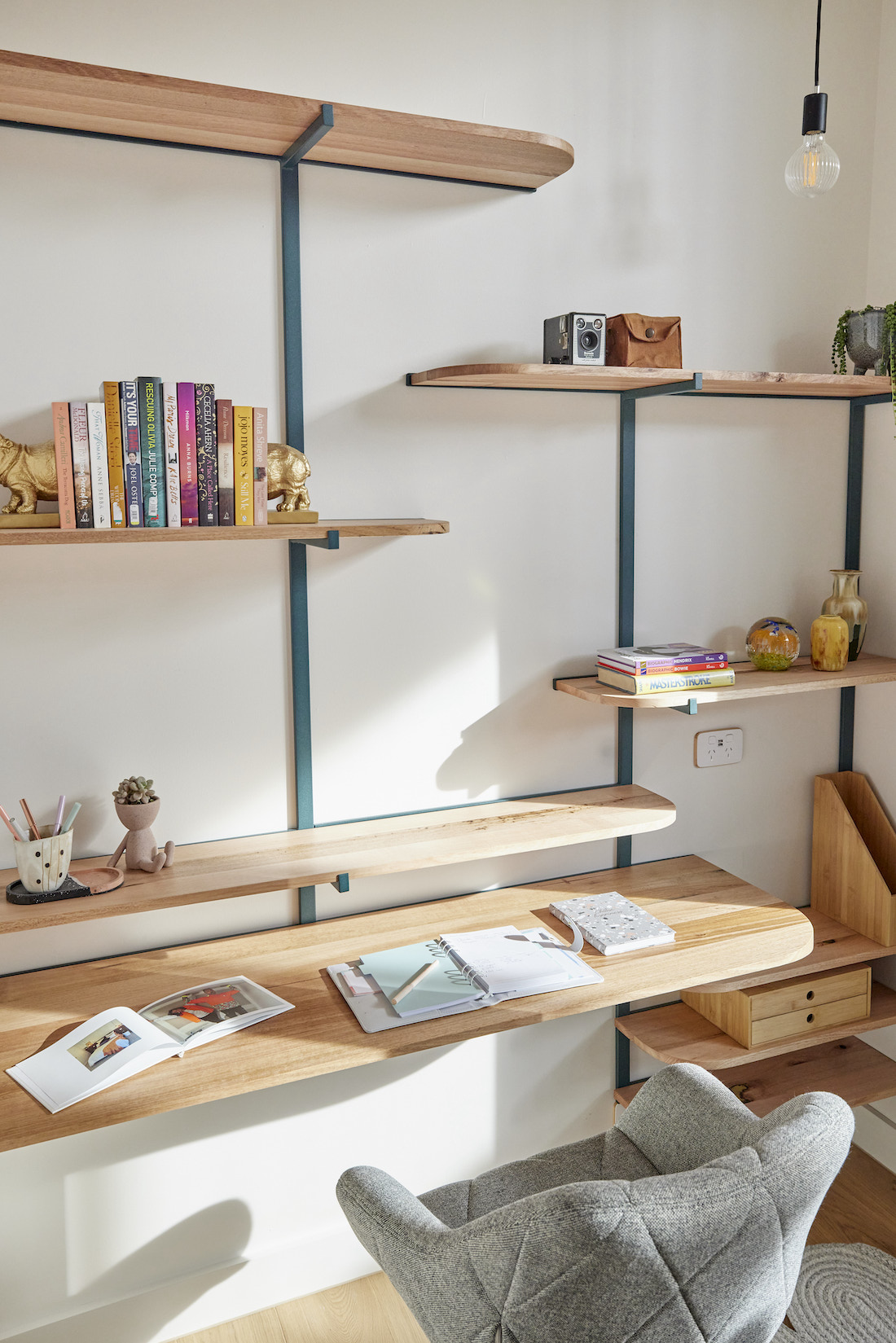 Shelving in study nook